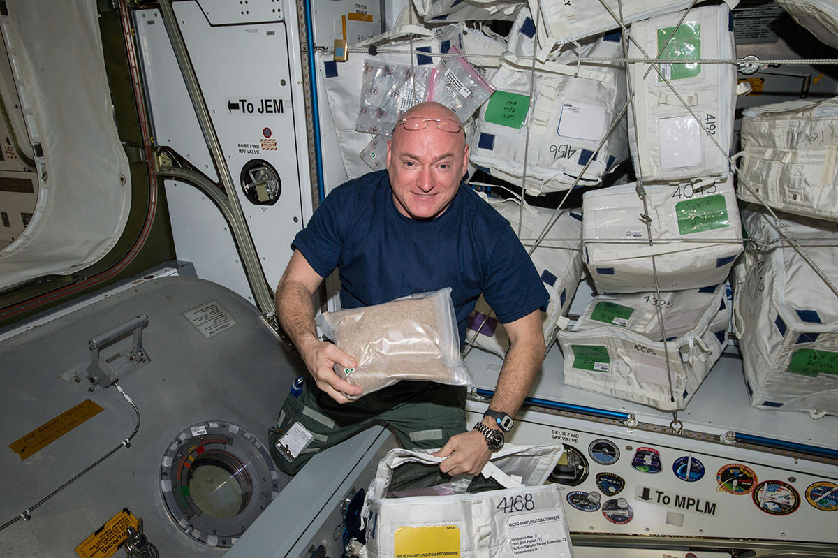 NASA Astronaut Scott Kelly with 600,000 Tomatosphere seeds