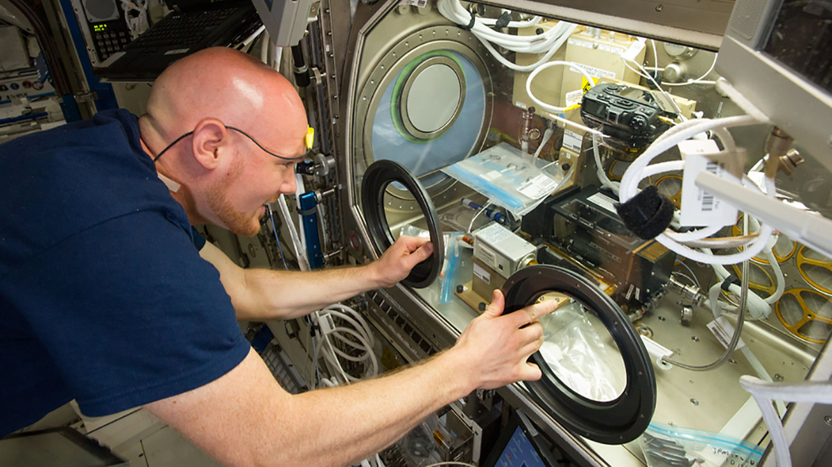alexander gerst microgravity science glovebox