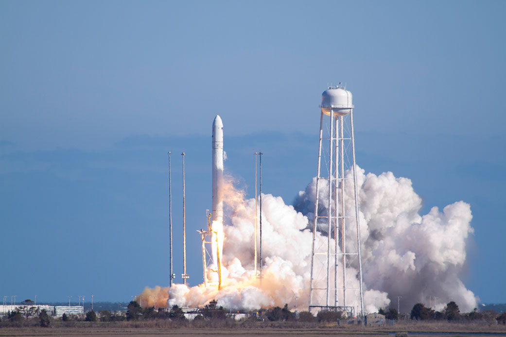 antares launch april2013