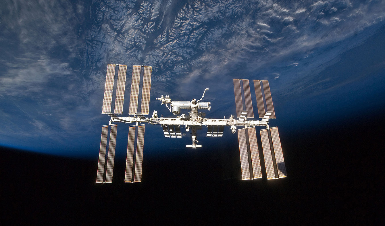 ISS exterior beauty earthup crop2