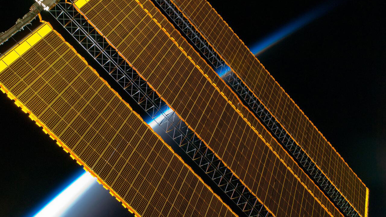 solar arrays earth lim